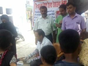 रक्त जांच शिविर आयोजन मे उमड़ी इलाकाई लोगो की भीड़