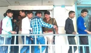 बैंक व एटीएम पर पहुंची पुलिस, सघन तलाशी