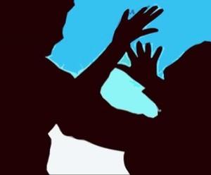 लखीमपुर में नाबालिग से जबरदस्ती की कोशिश और देवरिया में बच्ची से दुष्कर्म