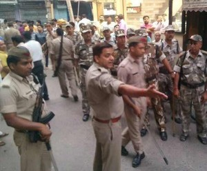 धर्मस्थल निर्माण को लेकर अलीगढ़ और हापुड़ में टकराव, पथराव और फायरिंग