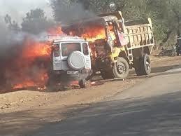 यूपी-झारखंड सीमा पर बालू खनन को लेकर फायरिंग में चार की मौत,8 वाहन फूंके