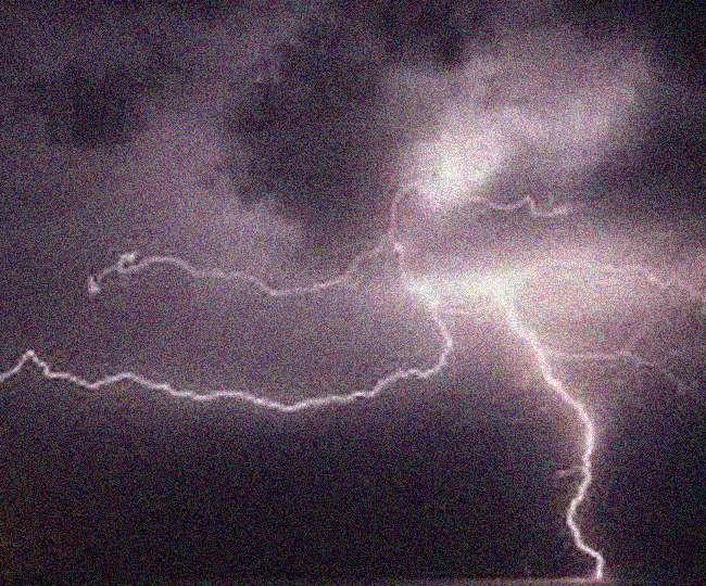 तेज बारिश में दुकान का छज्जा गिरने से युवक घायल