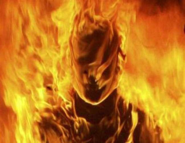 पीलीभीत में गैंगरेप में असफल लोगों ने किशोरी को जिंदा जलाया, गंभीर