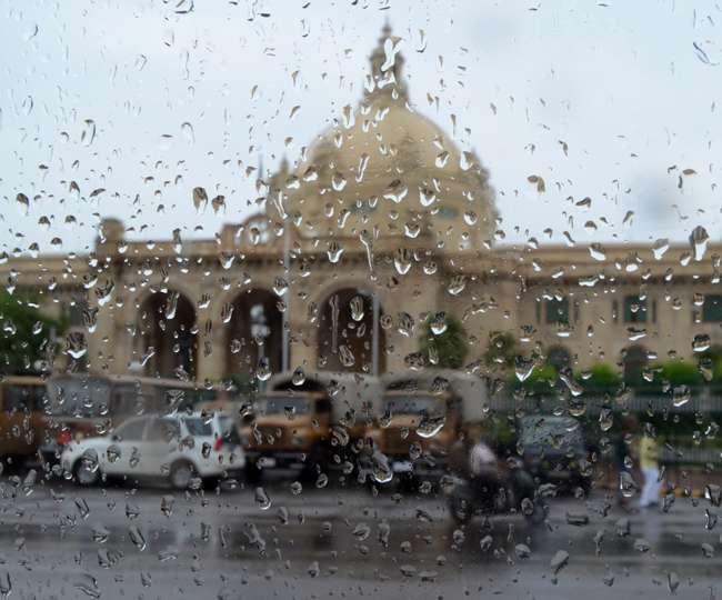 उत्तर प्रदेश में बारिश के बीच वज्रपात से 12 लोगों की मौत