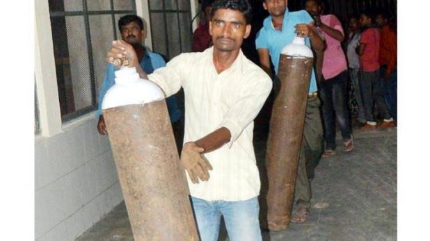 गोरखपुर में 48 मौत के बाद आज पहुंचा ऑक्सीजन सिलेंडर