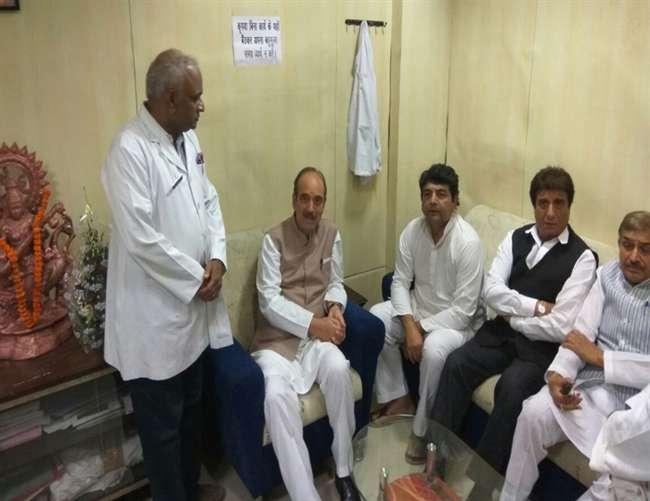गोरखपुर मेडिकल कालेज में 48 की मौत के बाद अब राजनीति, पहुंचा कांग्रेस का दल