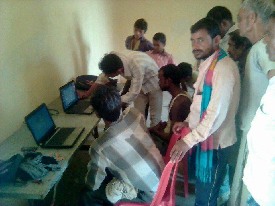 प्रधानमंत्री डिजिटल साक्षरता अभियान के तहत हो रहे गॉव के बच्चे शिक्षित