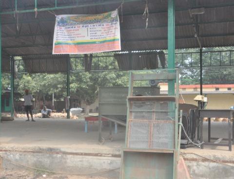 मंडी समिति की आढ़तों पर धान, सेंटर पड़े सूने
