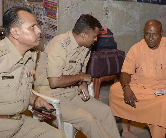 गोरक्षपीठ के संत को मिली धमकी, हिरासत में लिया गया आरोपित पिता-पुत्र को