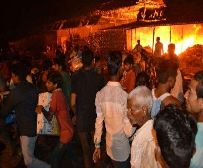 औरैया की फल मंडी में आग, आधा दर्जन दुकानें हुई खाक