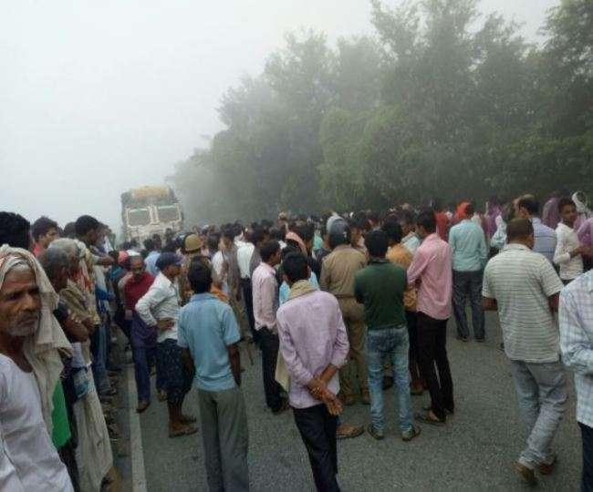 कुशीनगर में मार्निंग वाक पर निकलीं तीन महिलाओं को ट्रक ने कुचला मोके पर मौत आवागमन बाधित