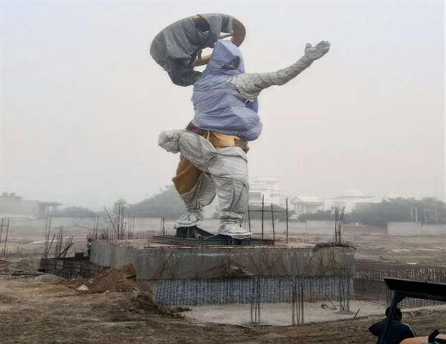 सैफई में अखिलेश यादव ने भाजपा के भगवान श्रीराम के मुकाबले सपा ने तैयार कराई श्रीकृष्ण की मूर्ति