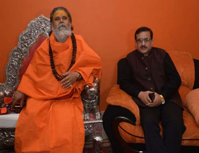 नरेंद्र गिरि से मिले वसीम रिजवी राम मंदिर को लेकर सुलह की कोशिश जारी