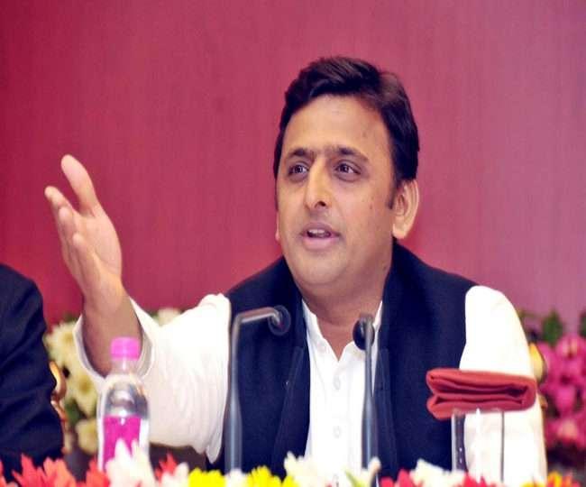 फिरोजाबाद में अखिलेश यादव ने कहा जनता के गुस्से से डरी सरकार, इसलिए बदल रही है जीएसटी दरें