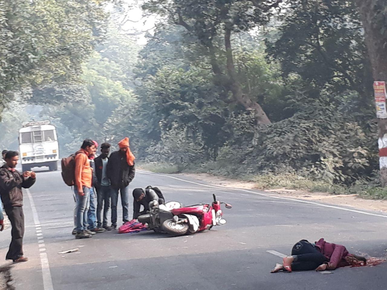 लखीमपुर खीरी . युवती की सड़क दुर्घटना में मौत