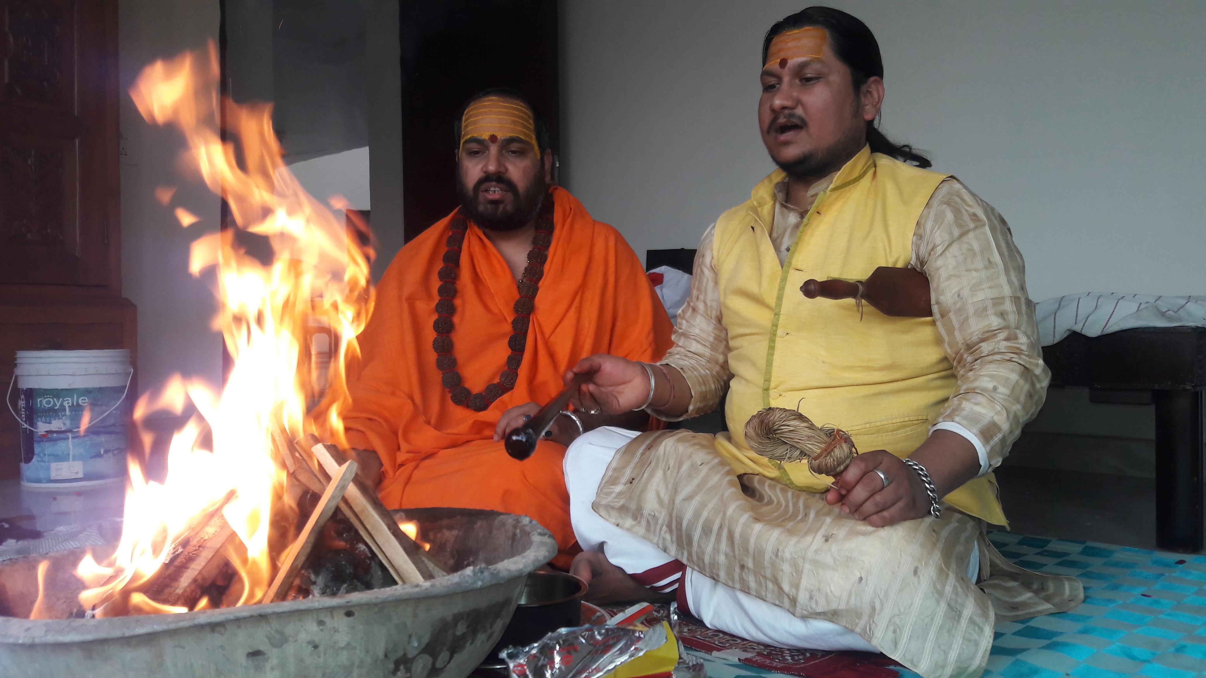 अलीगढ़:--माँ त्रिपुर भैरवी की उपासना से मिलती है सर्वसंपदा : डॉ ब्रजेश शास्त्री।