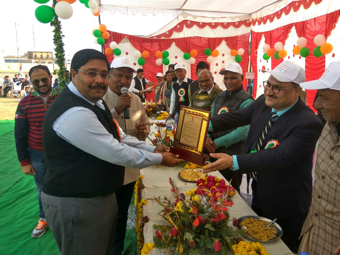 लखीमपुर खीरी बलदेव वैदिक विद्यालय इण्टर कॉलेज पलिया कलाँ के राजेश भारतीय के कुशल संयोजन में आयोजित भव्य व विशाल समारोह