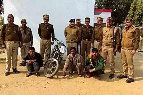 पीलीभीत पुलिस ने किया बाइक लूट का खुलासा, एसपी ने दिया टीम को ईनाम