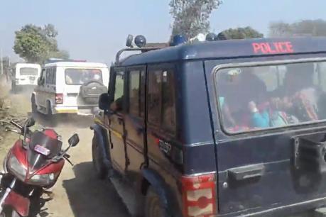 कासगंज मे राजस्व टीम पर जानलेवा हमला, पथराव के बाद ग्रामीणों ने छीनी राइफल