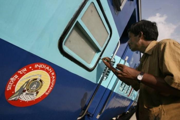 लखनऊ मे ट्रेनों में किन्नरों पर लगाम लगाए जोनल रेलवे