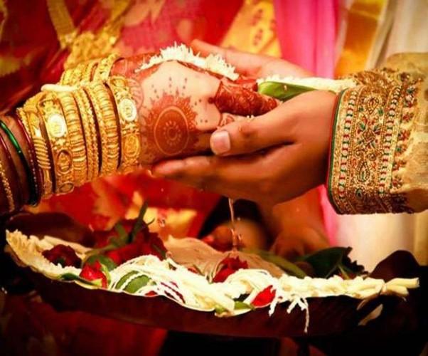 बलिया के रसड़ा मे घर छोड़कर भाग रहे वर-वधु को पुलिस ने पकड़ा, शादी कराई
