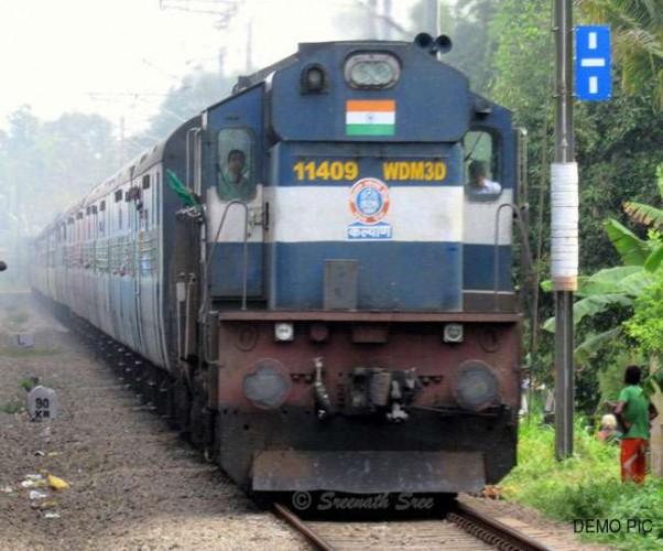 लखनऊ जंक्शन पर ट्रैक से भटककर कानपुर की जगह मुरादाबाद के चली गई ट्रेन