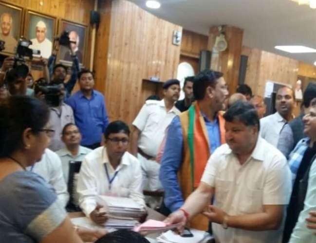 UP में भाजपा ने अनिल अग्रवाल के रूप में नौवां प्रत्याशी उतारा