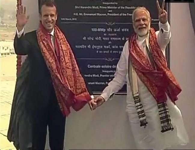 पीएम मोदी व मैक्रों ने किया मीरजापुर में 100 मेगावाट के सोलर पावर प्लांट का उद्घाटन