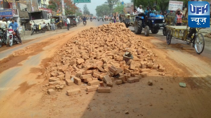 हमीरपुर मे भरवा सुमेरपुर के पास गुम्मे से भरा ट्रैक्टर पलटा