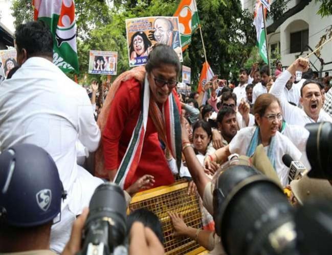 राजधानी लखनऊ मे कांग्रेस का उन्नाव दुष्कर्म केस को लेकर जोरदार प्रदर्शन
