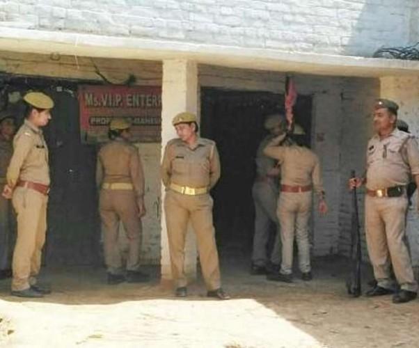 मैनपुरी मे एसपी से भाजपा नेता की तकरार, हिरासत में