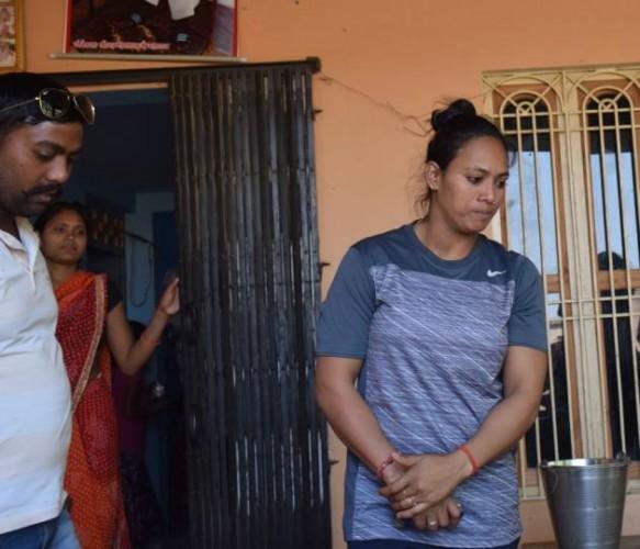 वाराणसी मे अंतत: पूनम की बुआ व पड़ोसियों में हुआ समझौता