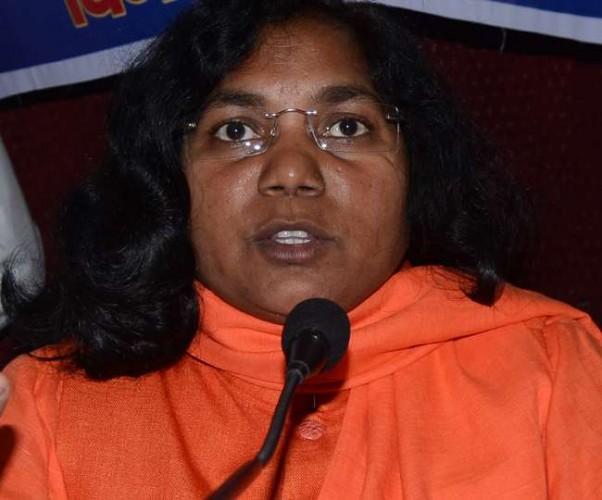 बहराइच से बीजेपी सांसद सावित्री बाई फूले डॉ आंबेडकर की प्रतिमा तोड़ने के विरोध में धरने पर बैठीं