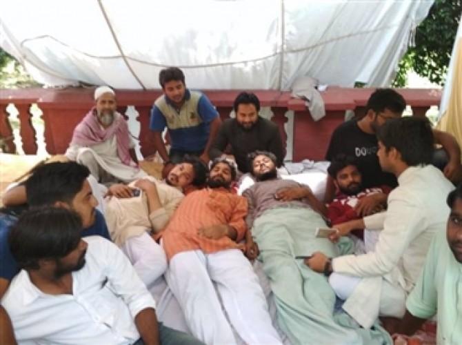 अलीगढ मे भूख हड़ताल पर बैठे एएमयू छात्रसंघ उपाध्यक्ष सज्जाद की तबियत बिगड़ी