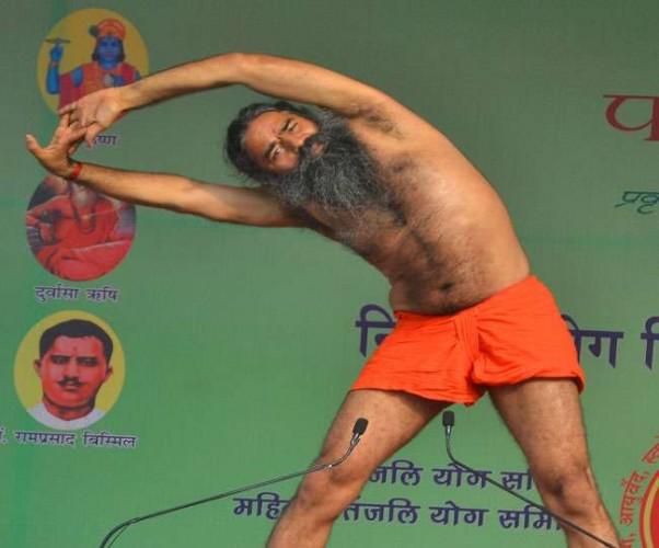योग गुरु बाबा रामदेव की नसीहत मोदी, राहुल, अखिलेश पर चर्चा मत करिए, अपना घर संवारिए