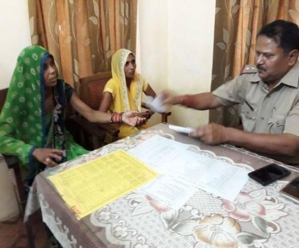 लखनऊ मे मुख्यमंत्री आवास के पास हाथरस की दो महिलाओं ने किया आत्मदाह का प्रयास