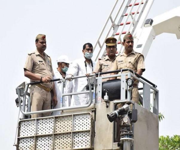 वाराणसी में पुल की बीम गिरने के  हादसे को लेकर सेतु निगम और पुलिस आमने-सामने