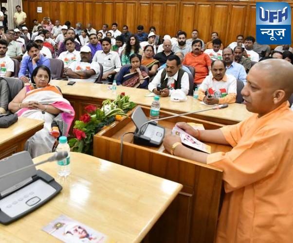 फ्लाईओवर हादसे के बाद मुख्यमंत्री योगी आदित्यनाथ ने कहा, भ्रष्टाचारियों को सीधे बर्खास्त करें