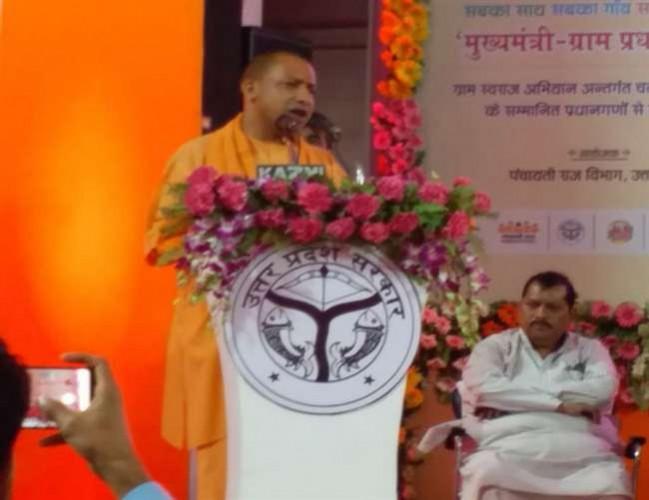 हरदोई में मुख्मयमंत्री योगी आदित्यनाथ कहा दलालों के आगे लाचार थे राजीव गांधी