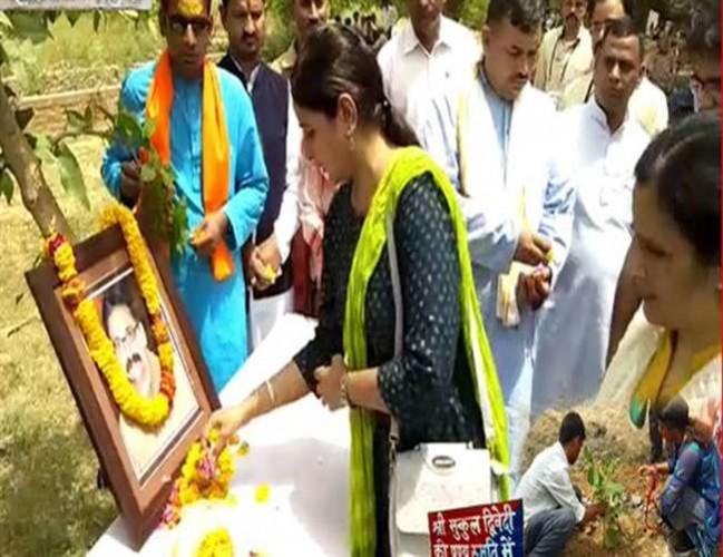 मथुरा के जवाहर बाग कांड में शहीद मुकुल की पत्नी बोलीं, अभी तक तो सीबीआइ भी कुछ नहीं कर सकी
