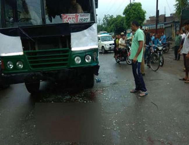 सहारनपुर में रोडवेज बस ने स्कूली बच्चों को ले जा रहे ई-रिक्शा को टक्कर एक छात्रा की मौत, आठ घायल