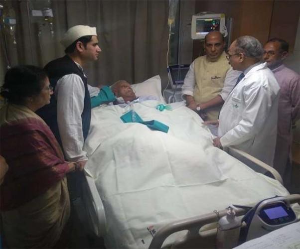 गृहमंत्री राजनाथ सिंह ने अस्पताल पहुंच कर जाना एनडी तिवारी का हाल