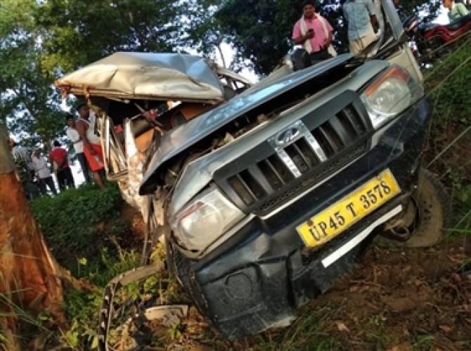 सुल्तानपुर जिले में ट्रक और बोलेरो में भीषण टक्कर, चार की मौत, 9 बुरी तरह घायल