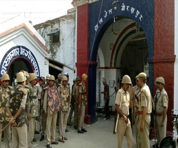 पुलिस बागपत से फतेहगढ़ सेंट्रल जेल सुनील राठी को लेकर रवाना