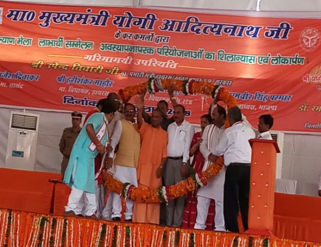 UP सरकार के 16 माह में मुख्यमंत्री योगी अादित्यनाथ ने प्रदेश के 75 जिलों का किया दौरा