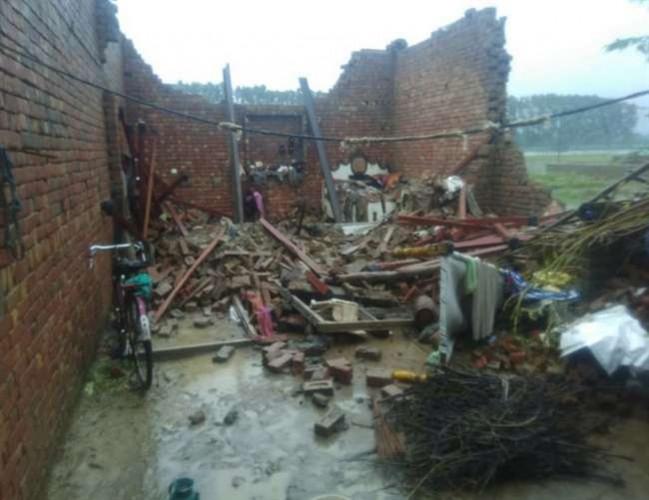 उत्तर प्रदेश मे सुबह से बारिश, चार शहरों में जर्जर मकान गिरने से 11 की मौत