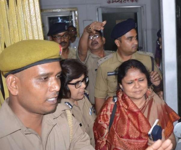 अपर मुख्य सचिव रेणुका कुमार की टीम देवरिया संरक्षण गृह मामले में जांच करने पहुंची