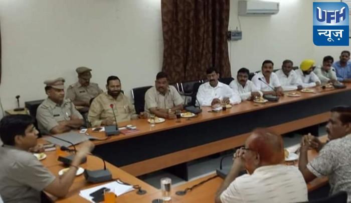 हाथरस  पुलिस अधीक्षक ने   दलित समाज  के लोगों  साथ बैठक की