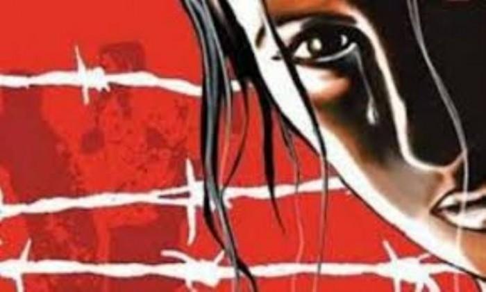 जनपद गाजीपुर में संवासिनी गृह पर छापेमारी, दो महिलाओं सहित तीन गिरफ्तार