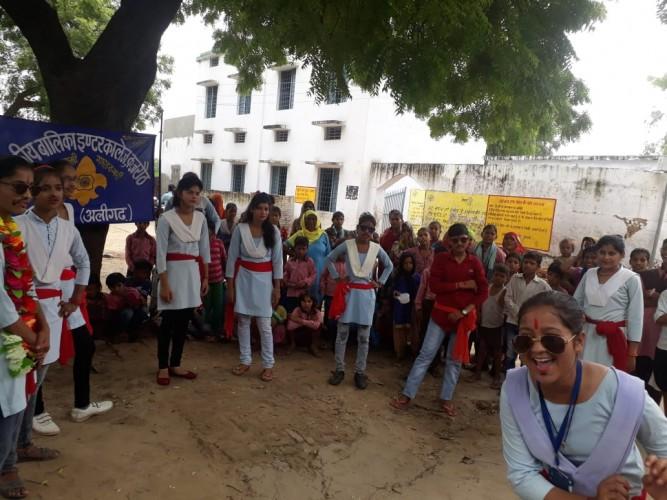 अलीगढ़ मतदाता जागरूकता अभियान के तहत कई कालेजों में कराए जा रहे हैं जागरूकता कार्यक्रम